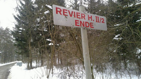 Schild im Wald: Revierende. Bild: Monika Bargmann, CC-BY-SA