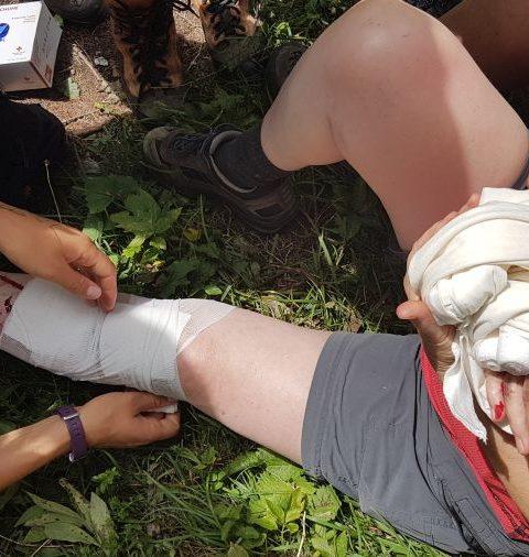Outdoor-Erste-Hilfe-Kurs: Beinverletzung